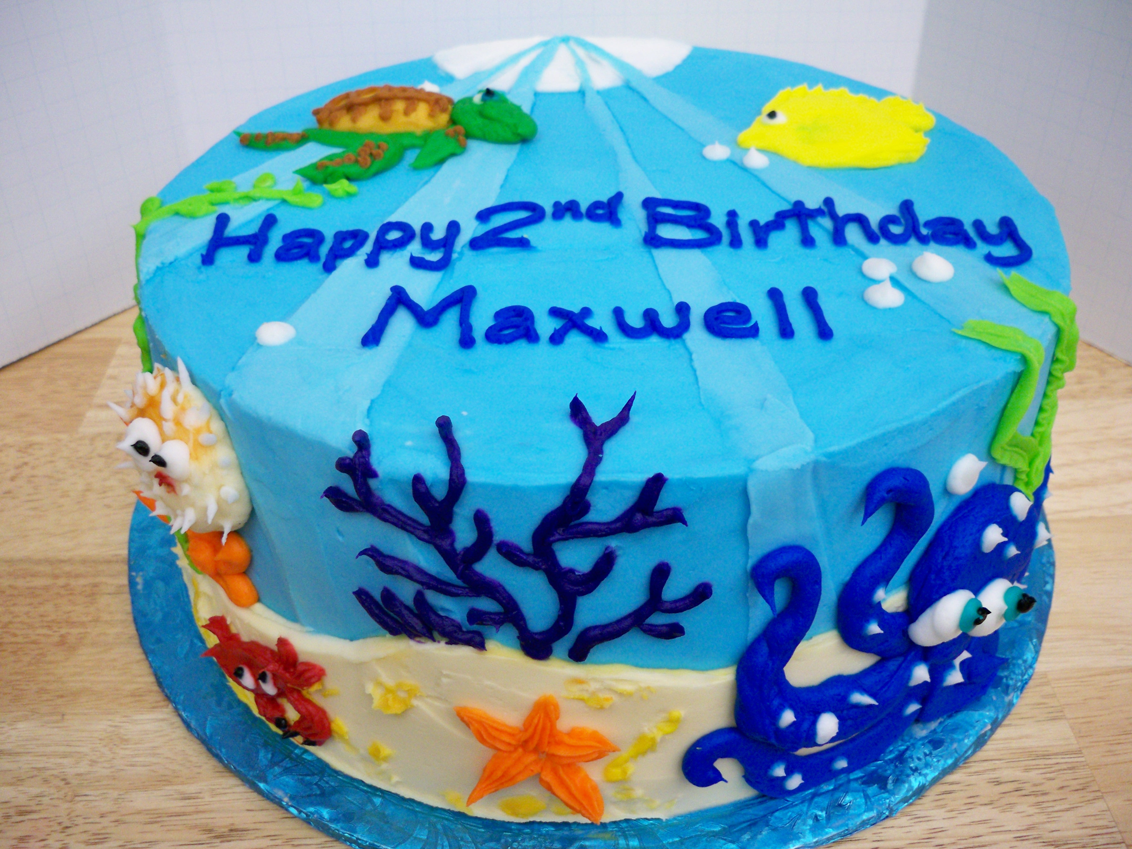 Icing Drawing of Sea Life on cake