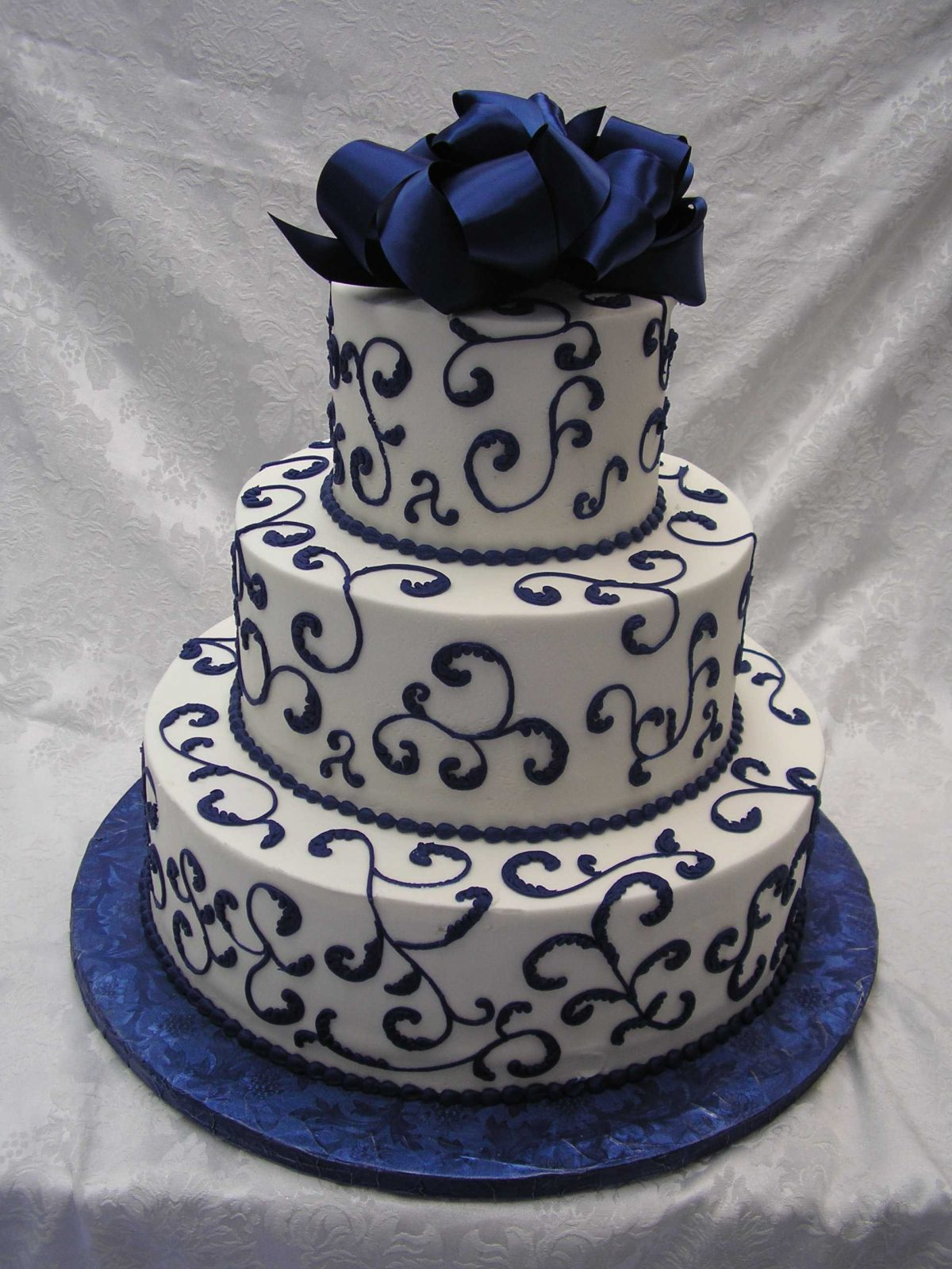 scroll design cake with gift bow