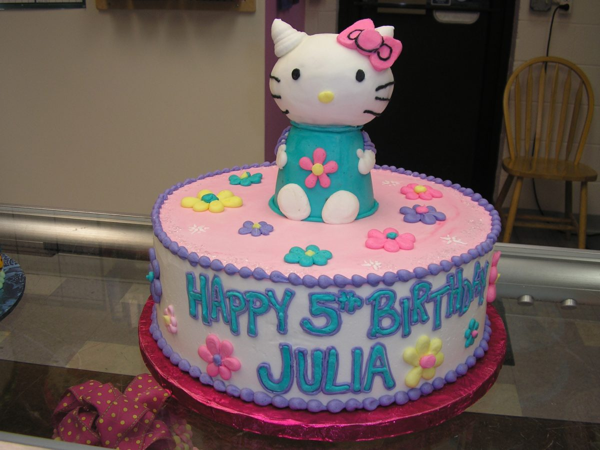 3D Hello Kitty cake