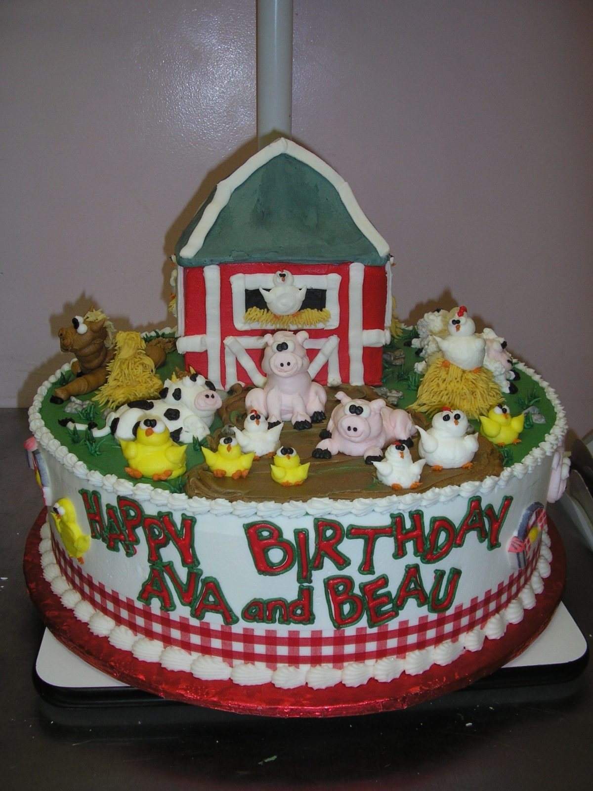 piped on farm animal cake, farm cake, barnyard cake