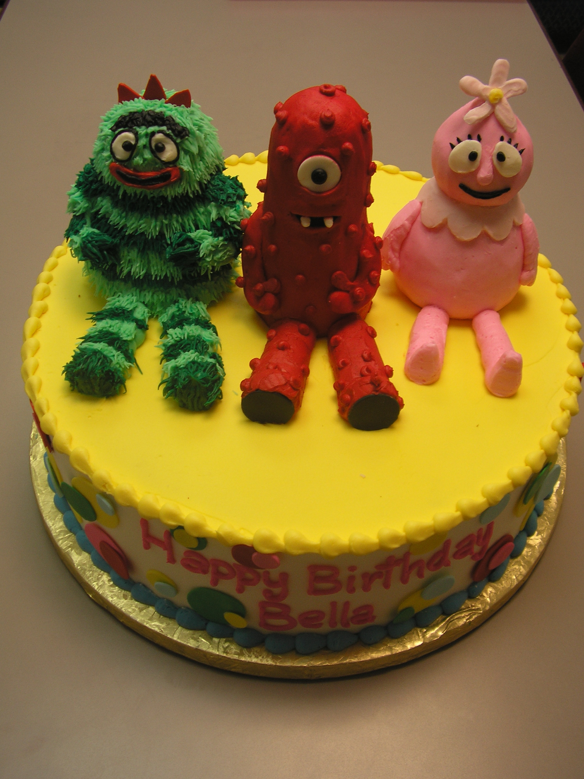 3D characters on a cake