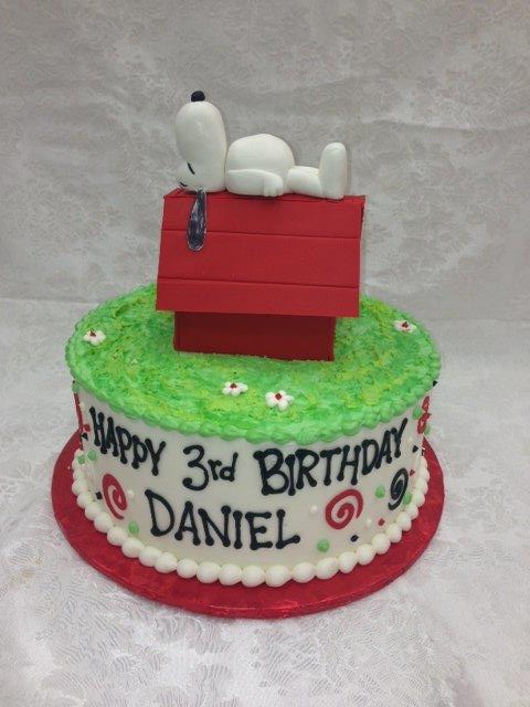 3D snoopy on a doghouse cake