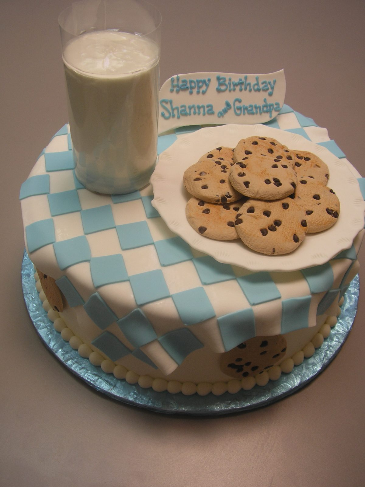 3D milk and cookies cake