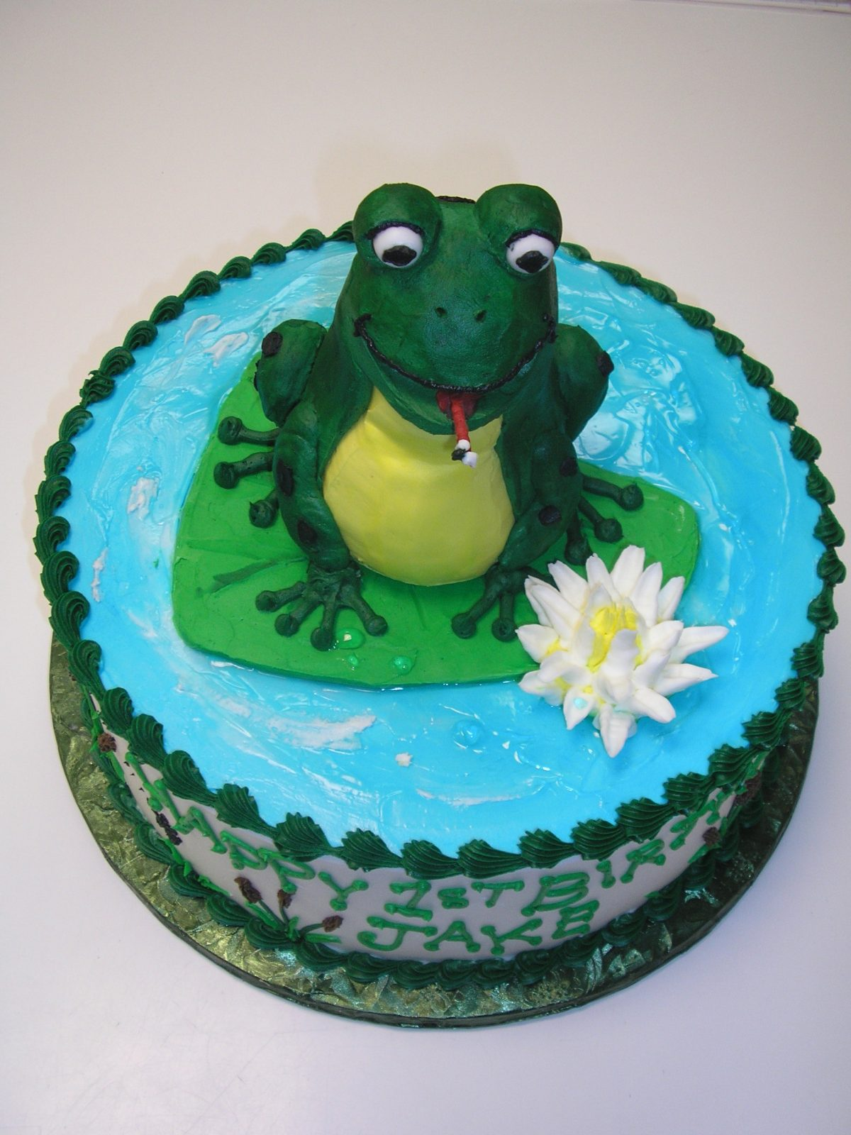 3D frog on a lily pad cake