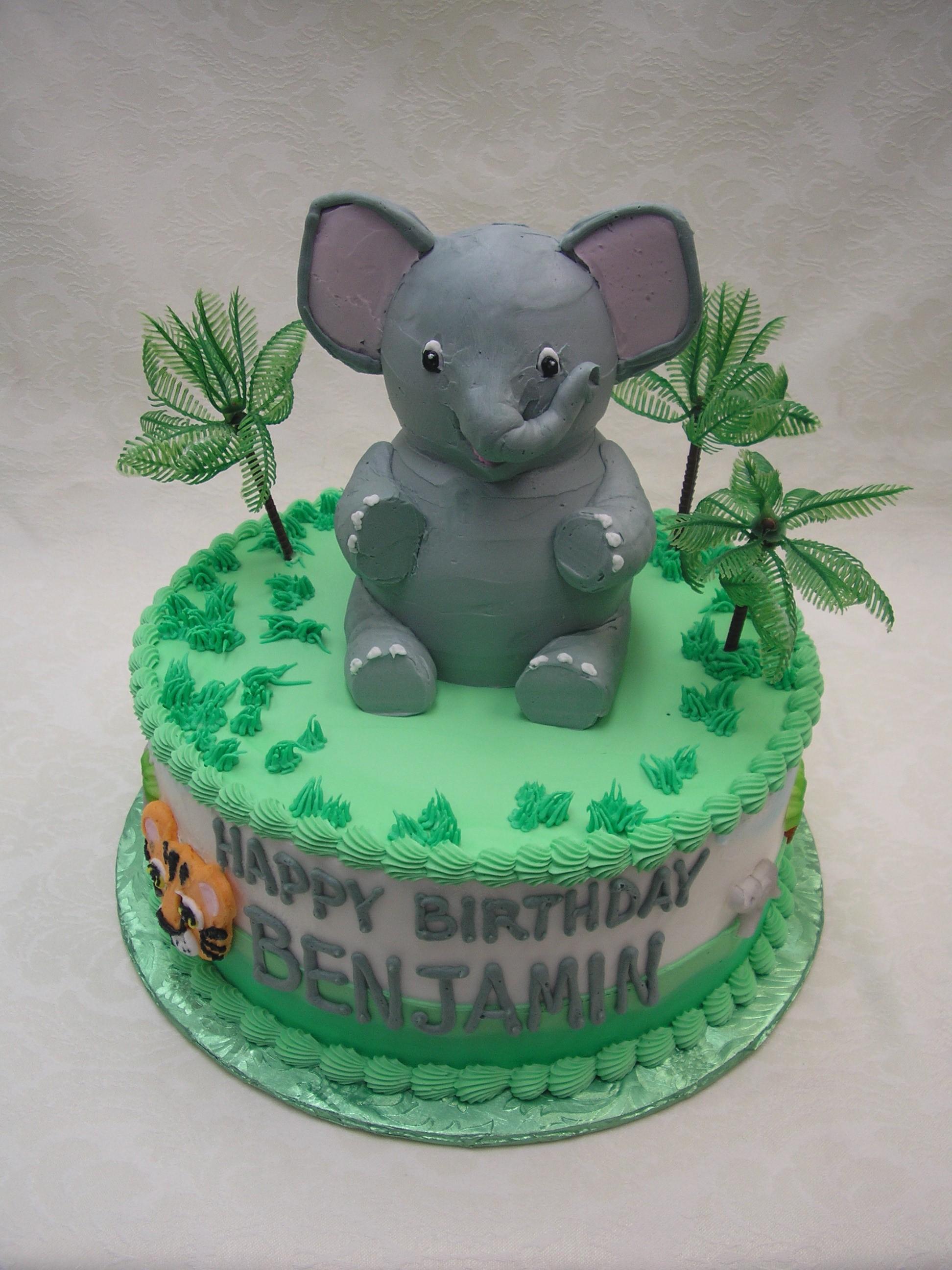 3D elephant on cake