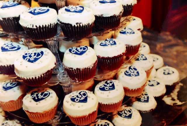 mongram cupcakes