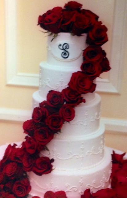 Wedding Cake. roses
