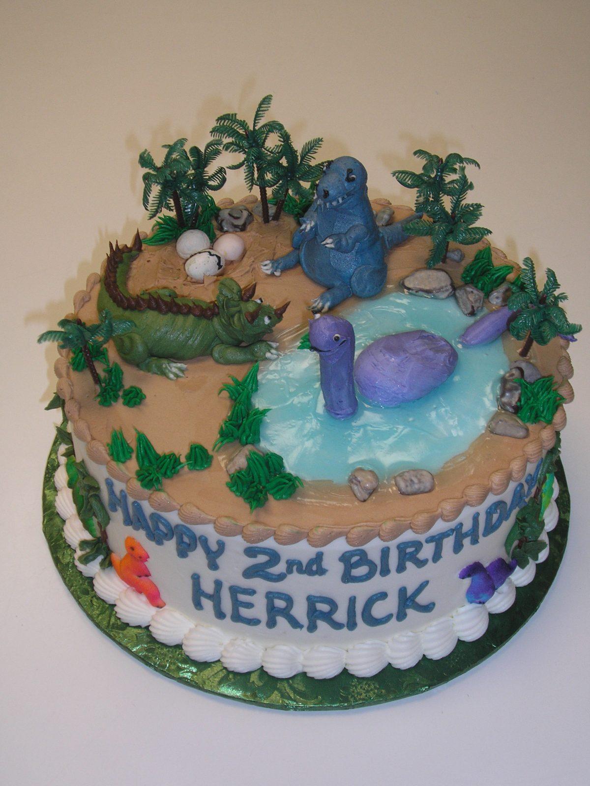dinosaurs on cake