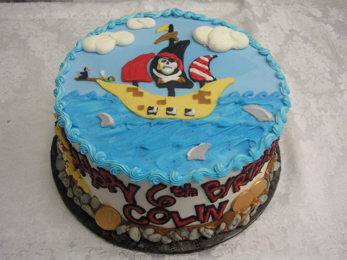 icing drawing of pirate ship on cake