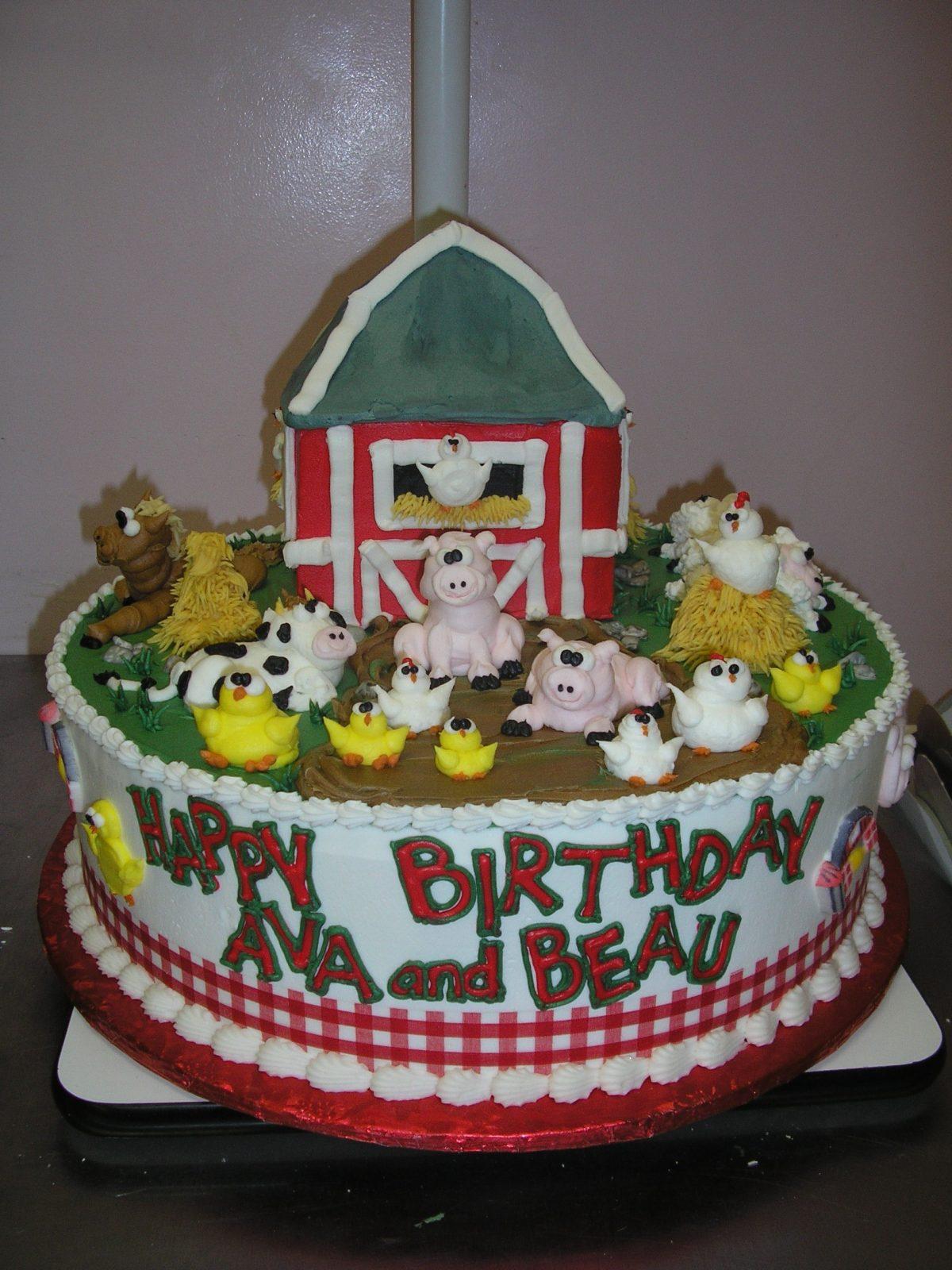 piped on farm animal cake, farm cake, barnyard cake