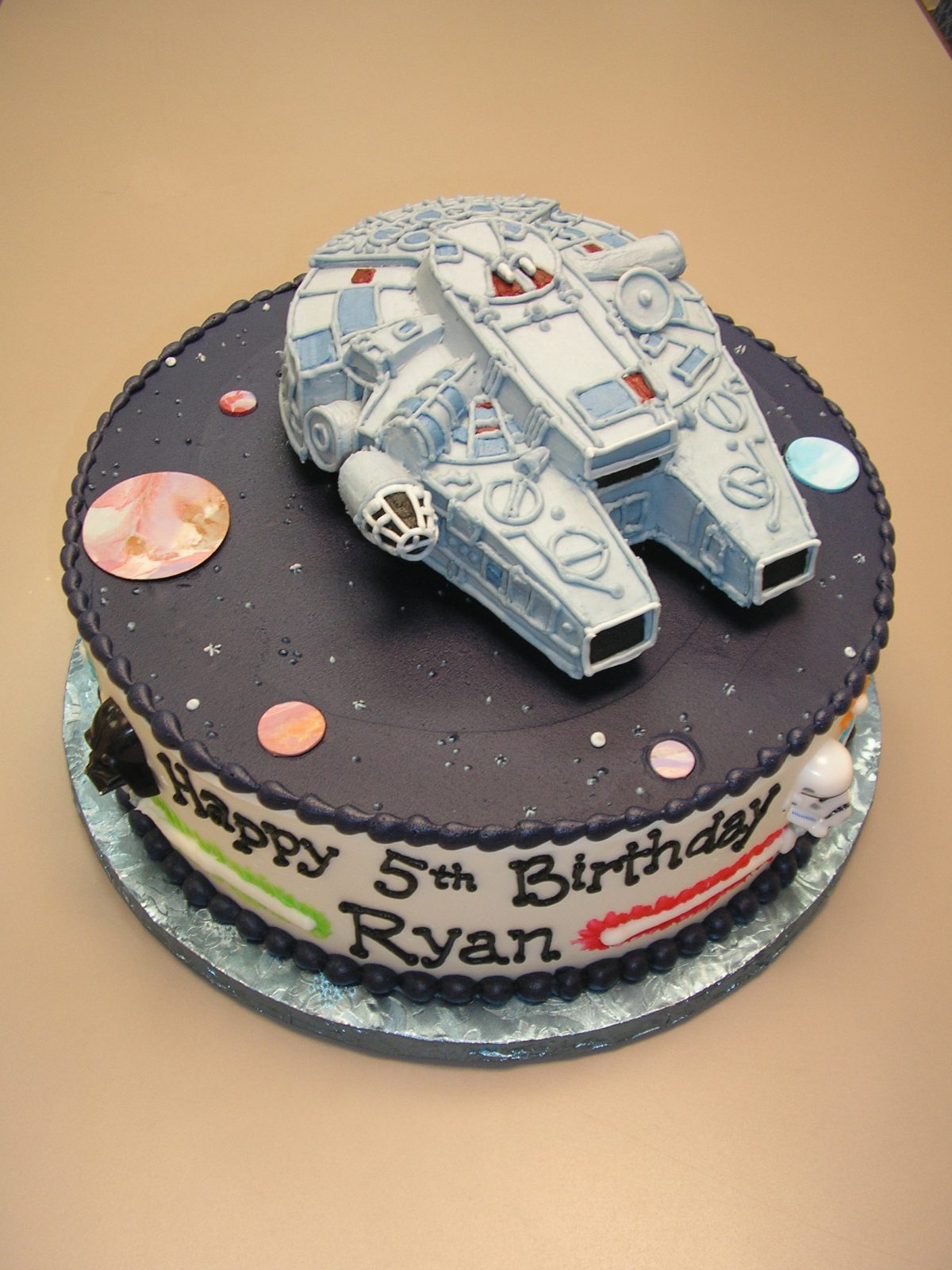 3D millenium falcon cake