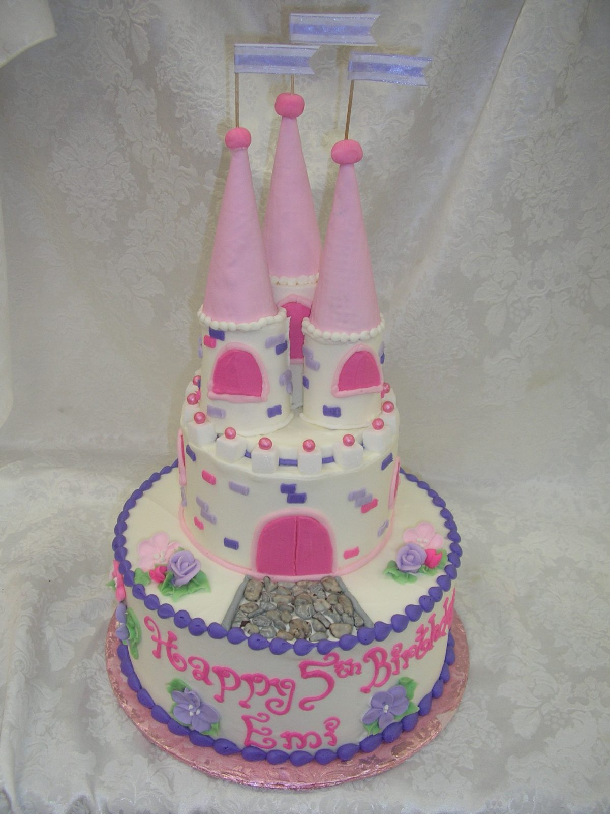 castle cake, cake with castle and turrets