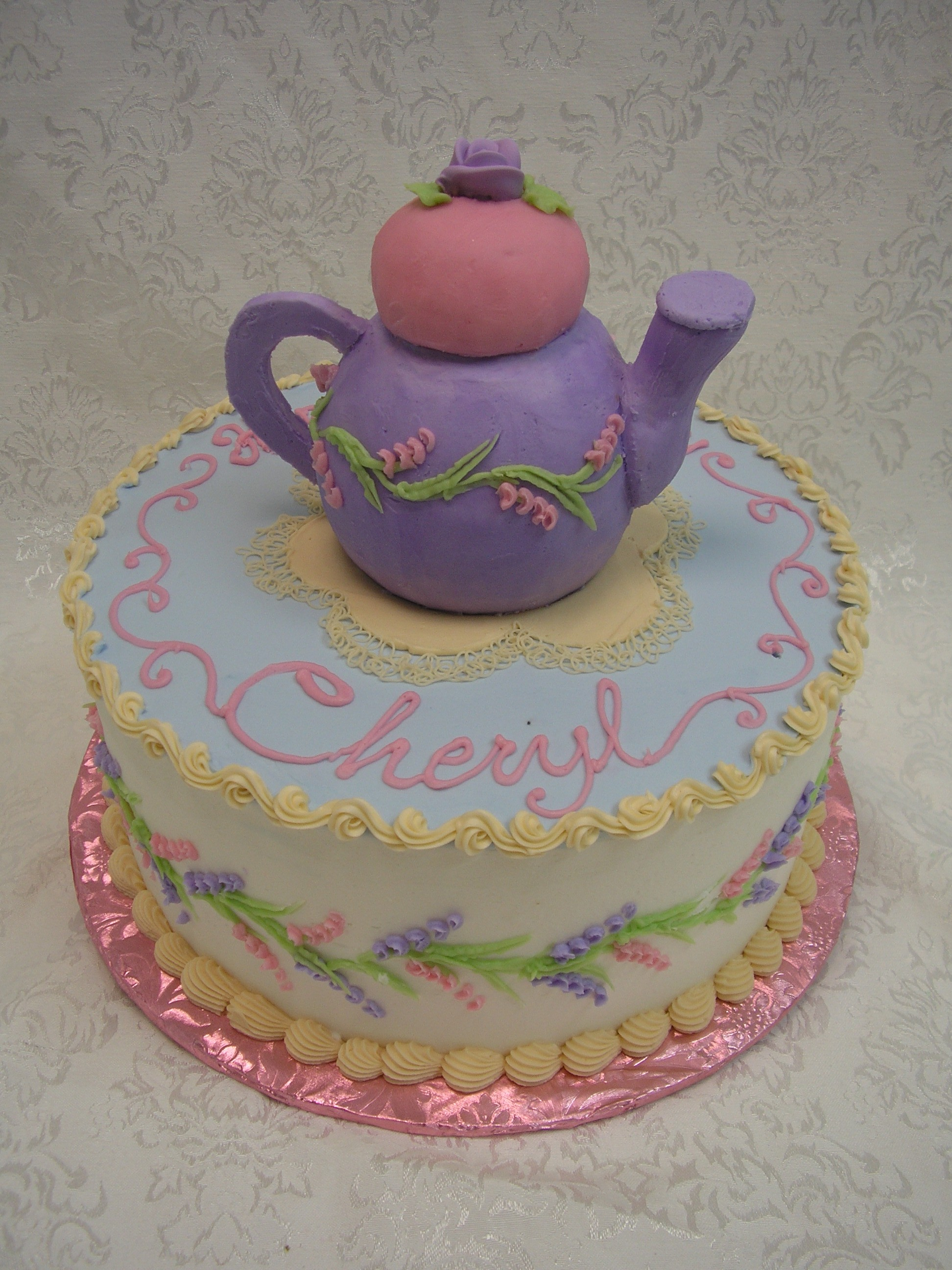 3D teapot on cake