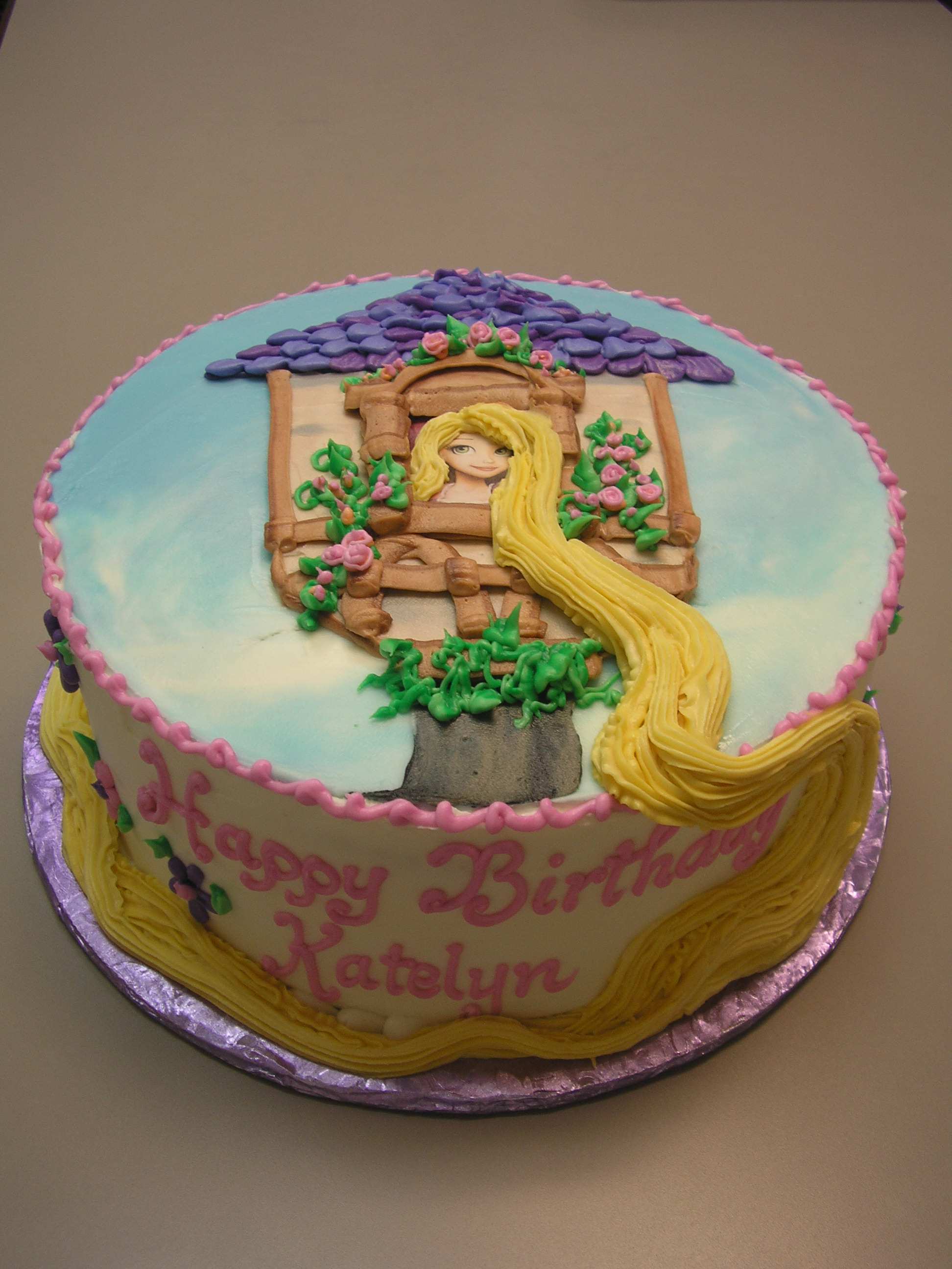Icing drawing of rapunzel on a cake