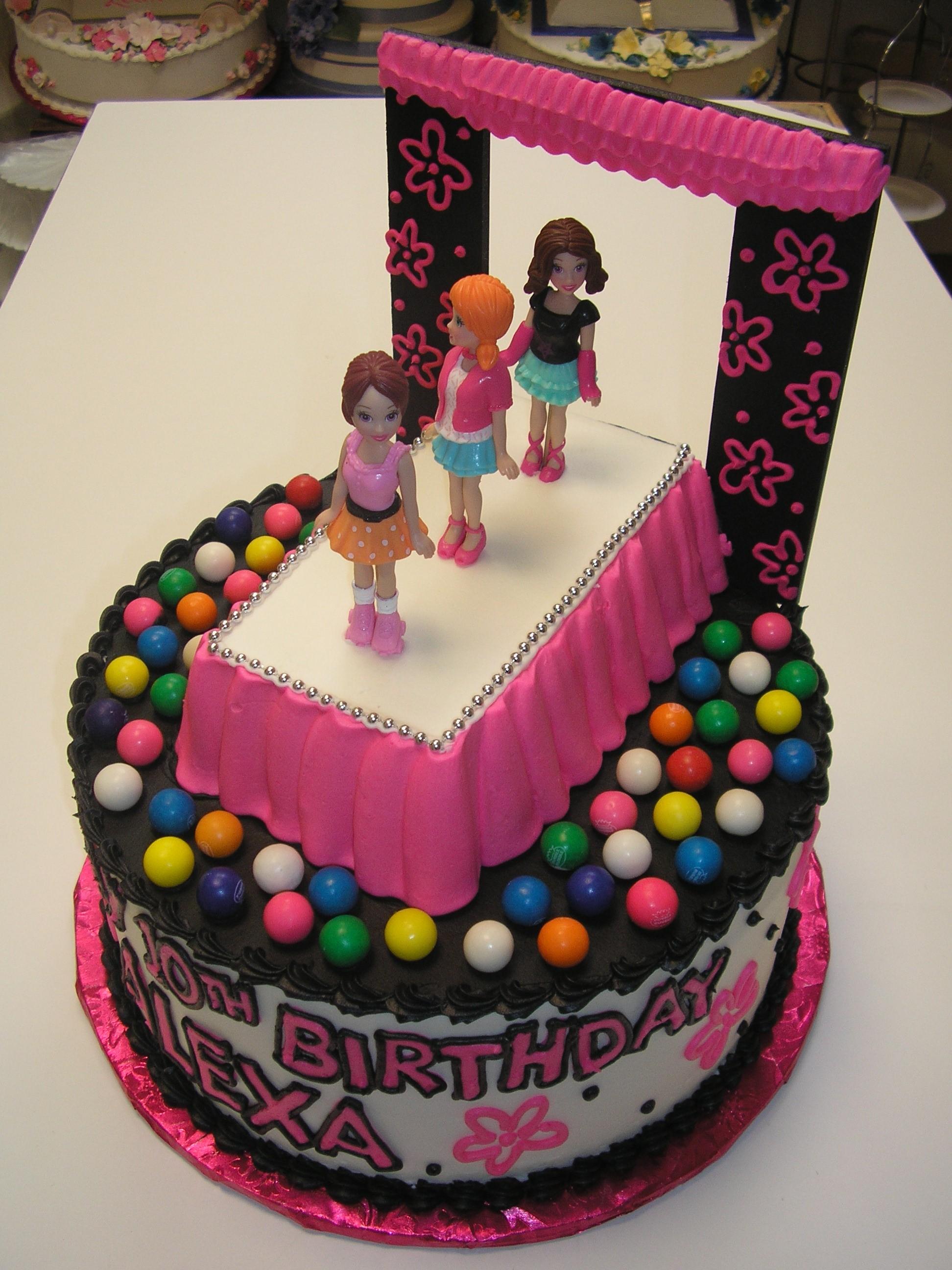 3D fashion show on a cake