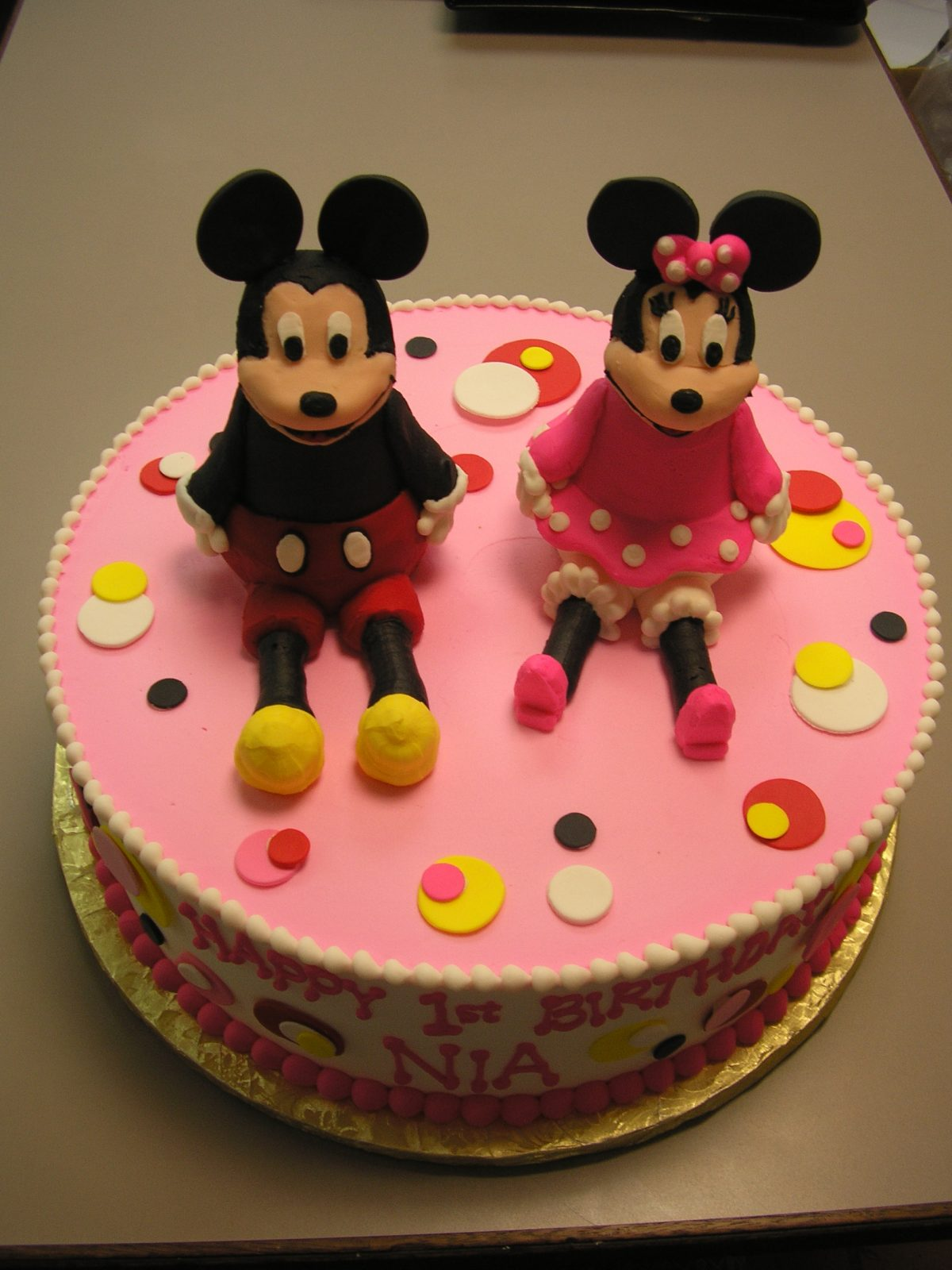 3D mickey and minnie cake